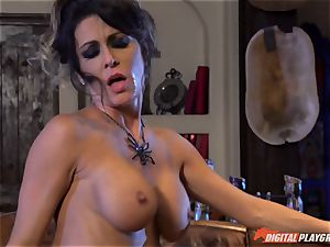 Halloween special with luxurious Jessica Jaymes munching her reward