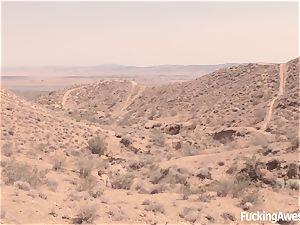 Gabriella Paltrova penetrates in the Desert