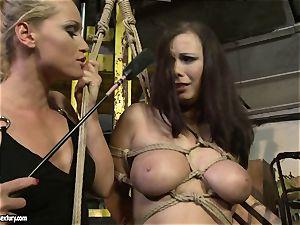 Kathia Nobili crop the tongue of hottie lady