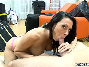 Rachel Starr providing an extraordinaire oral job