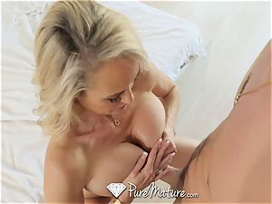 PUREMATURE mummy Brandi enjoy opens up legs wide