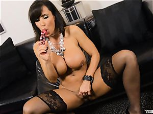 Lisa Ann pushes her faux-cock deep in her raw poon