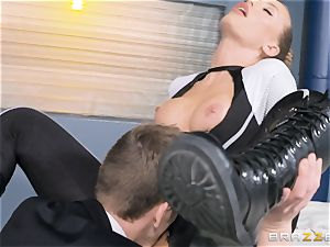 Nicole Aniston gets a facial after a hard deep fuck