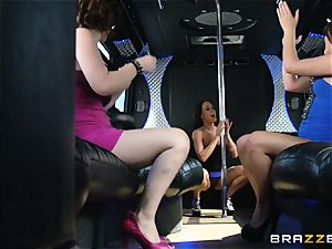 Rahyndee parties with her gals on the bus