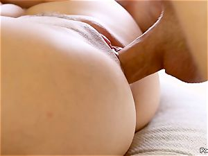 Cassidy Klein puts on a solo showcase for her man