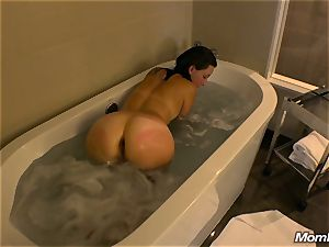 perfect donk milf deep-throats penis in bath