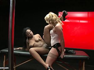 tough Kathia Nobili thrusts her cable on dick deep down her counterpart hatch