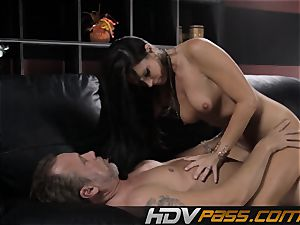 brunette babe India Summer tears up with zeal in livingroom