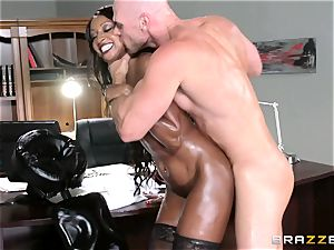 black manager Diamond Jackson sensuous massage and happy ending