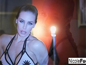 uber-sexy Nicole fondles herself
