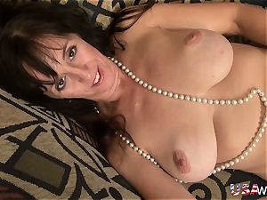 USAwives naughty Mature is playing bare with fucktoys