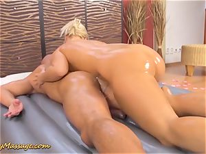 plump bootie Lilith Lee gives slimy massage
