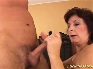facial on big-titted hairy mom