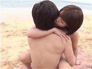 Saya Tachibana bang-out at the beach with a kinky dude