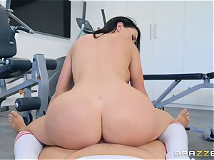 Brooke Beretta gets a backside workout