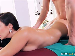 Lea Lexus getting a molten massage